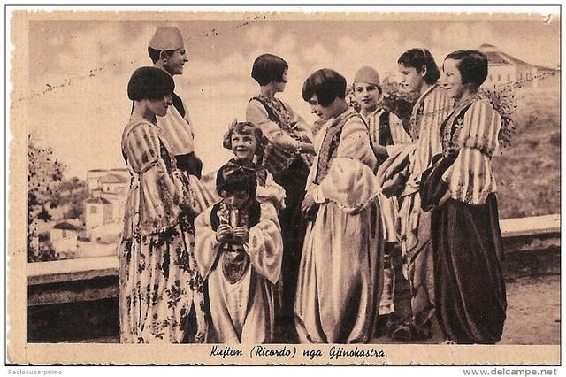 Gjirokastër, Gjirokastra, Arguirokastro. Kostume femërore tradicionale. Southern Albanian women's costumes. Costumes féminins du Sud de l'Albanie.