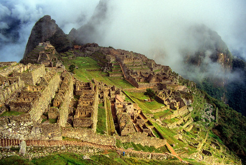 sunlight mist mountains peru southamerica misty fog inca sunrise golden ruins hour andes machupicchu incaruins