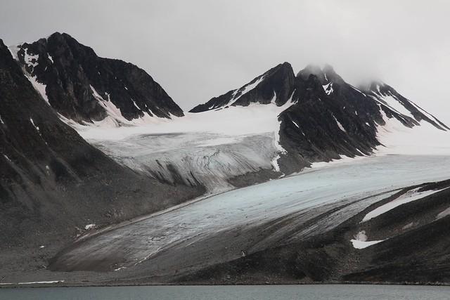 Magdalenefjord - Hanging Glacier