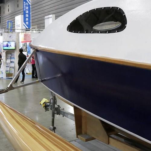 手作りのボート。これをつくった金井さんは、鎌倉でカヌーをつくってる。設計者の思いと、職人の技術が合わさってできた、世界でただ1つのボート。これから、船検を受けて、パスしたら海を航行できるようになる、と。夢のあるボートです。 #ボートショー #パシフィコ横浜 #ジャパンインターナショナルボートショー2017