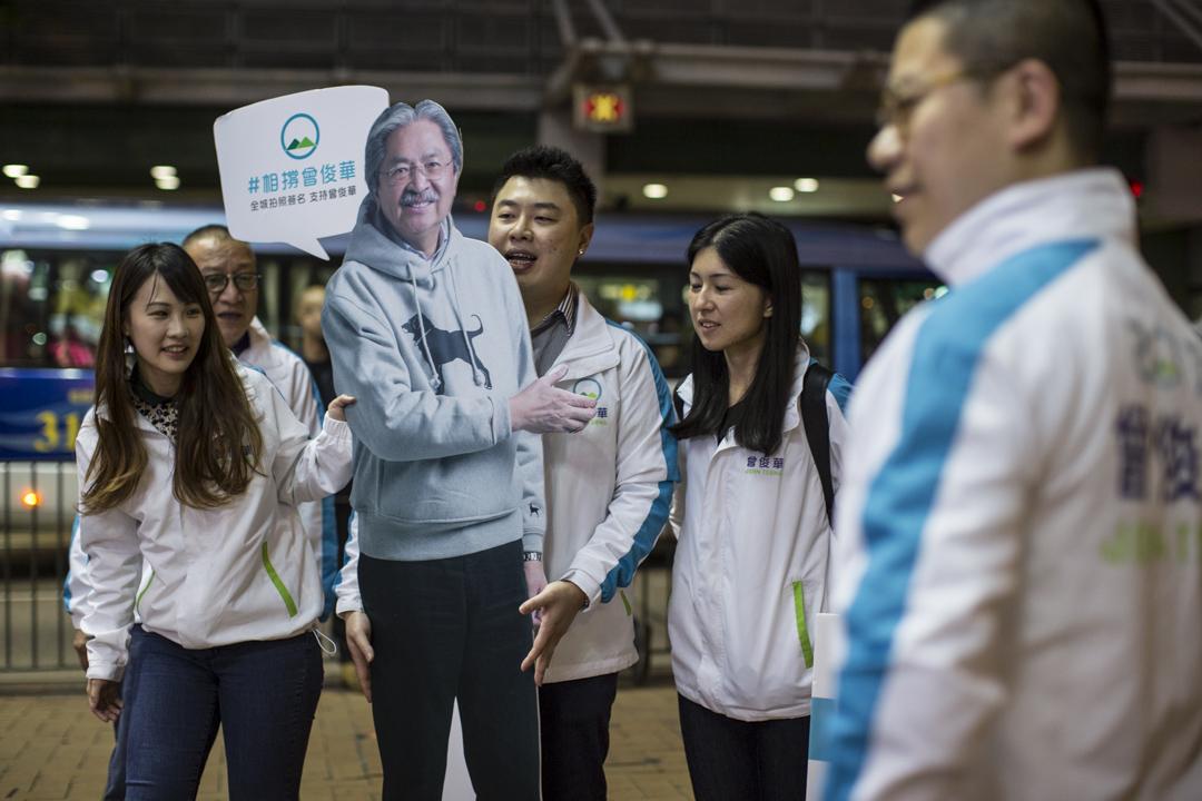 曾俊華競選團隊認為曾俊華走出來,說要團結香港,覺得是種希望。
