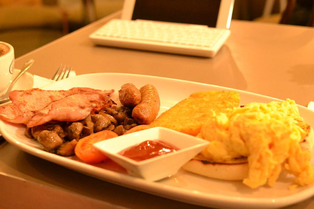 hearty breakfast fryup