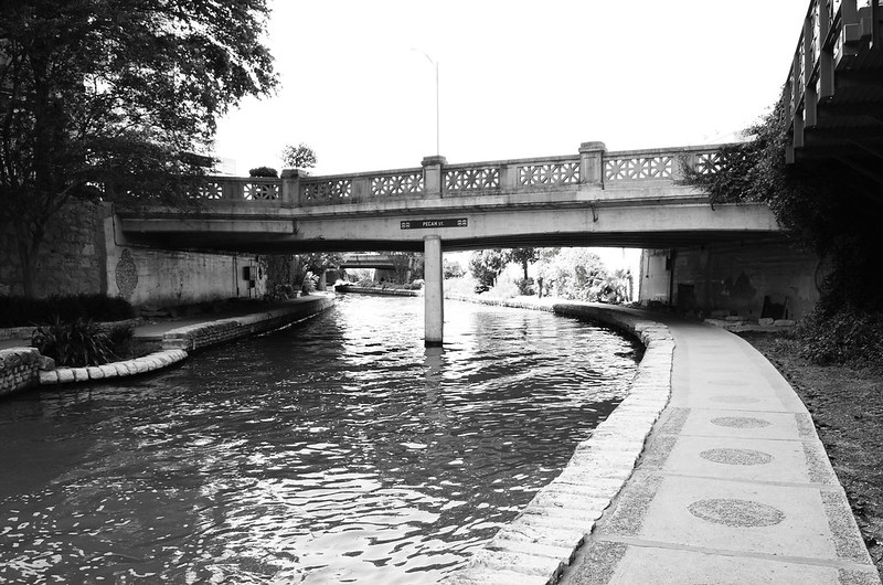 Pecan St Bridge over San Antonio River, San Antonio, Texas 1306021552BW