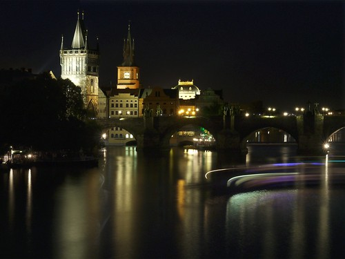 VLTAVA night moves (explore)