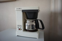espresso(0.0), coffee(0.0), drink(0.0), kitchen appliance(1.0), coffeemaker(1.0), small appliance(1.0),