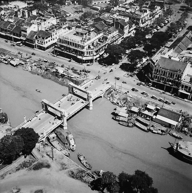 Saigon Aerial View, 1955 (1) - Cầu Chà Và