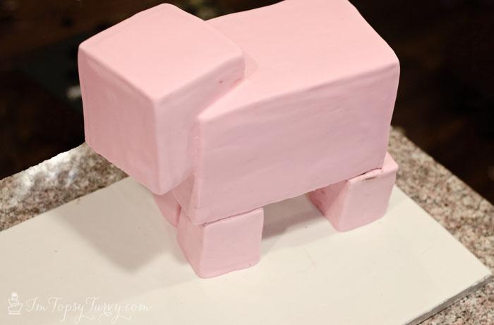 minecraft-cake-tutorial-pig-fondant