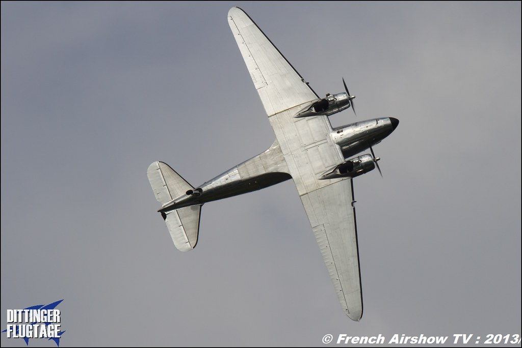 patrouille DC-3 & 2 Beech 18 Dittinger Flugtage 2013
