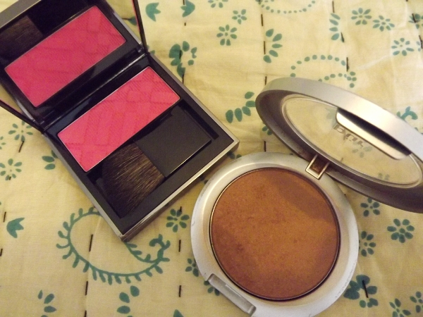 Pur Minerals Mineral Glow and Burberry Light Glow Natural Blush in 10 Hydrangea Pink