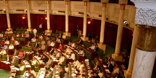 After Banning Takfir, Assembly Continues Vote to Approve Constitution