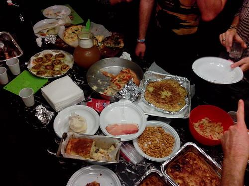 La festa con il cibo by Ylbert Durishti