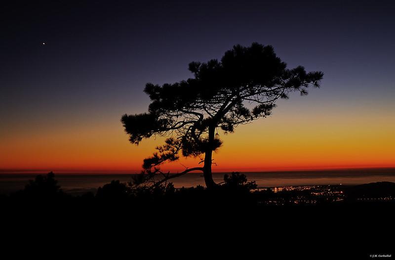 Anochecer desde el monte de la Curota (Riveira)