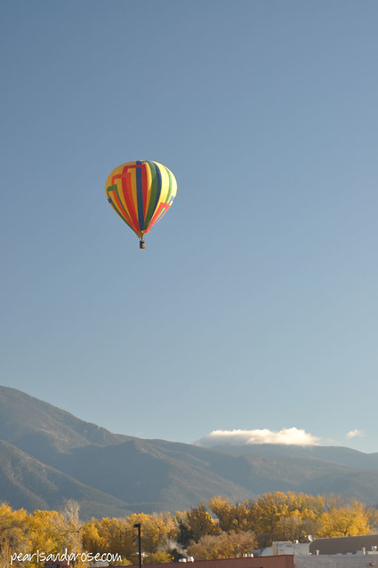 taos_stripes_balloon_web
