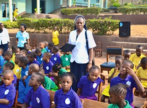 Rachel Ojo SSL with the pupils of Louisville Nursery and Primary School, Ibadan, before a school quiz held at the school in during 2015