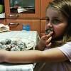 אביב אוכלת כדורי שוקולד שניצן הכינה #אבאעזרקצת