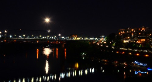 night reflections boats lights evening flickr lamps walnutstreetbridge bluemoon tennesseeriver chattanoogatn huntermuseum bluffviewartdistrict