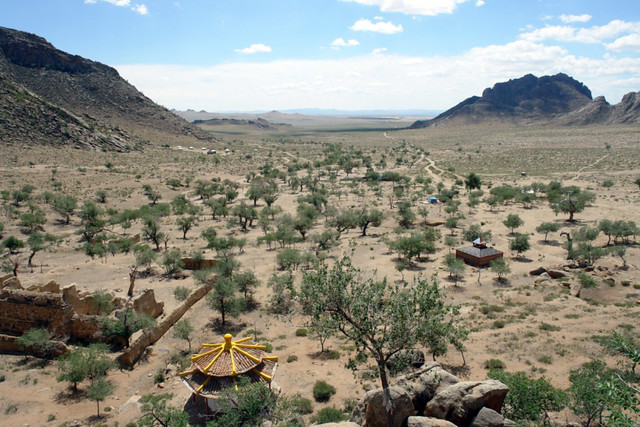 El valle desde la falta de las montañas hacia las mongol els es alucinante. El entorno sagrado de las dunas Mongol Els de Mongolia - 9058940240 85cc01c71a z - El entorno sagrado de las dunas Mongol Els de Mongolia