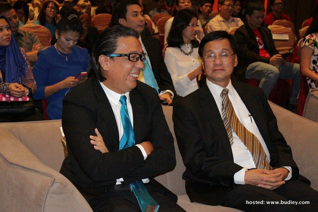 From left Dato' Sri Shazalli CEO Celcom Axiata and Tan Sri Pheng Yin Huah, Chairman of The Federation of Chinese Association Malaysia