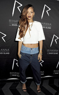 163230150BS00056_Rihanna_Fo