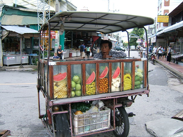 Ah, another of those fruit carts again!