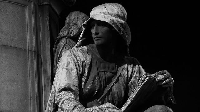 Gladstone Memorial after dark 02