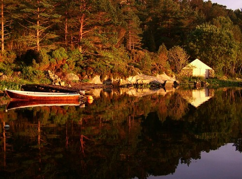 seascape boat reflection boathouse hellandsjøen fitjar spegling speiling woods trees skog furu pine sunset evening kveld solnedgang solnedgong naust nøst sjøhus sjø sea ocean norge norsk norway norwegian nordisk norwegen nordic noruega norvège nostalgia nostalgic sky light warm summer night sommer natur nature skandinavia scandinavia norden nikon sundown images pictures photos ranveigmarienesse ranveignesse soleglad pics photographs visitnorway bilder photography sonnenuntergang vesturskin still