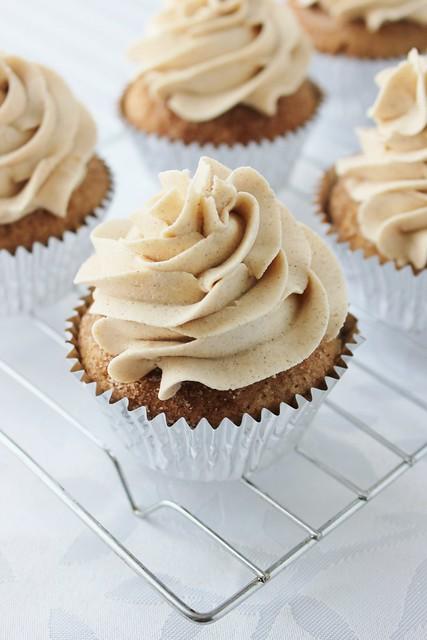 Cinnamon Gingerbread Cupcakes