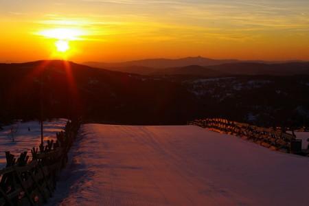Na českých horách se lyžuje i přes nepřízeň počasí