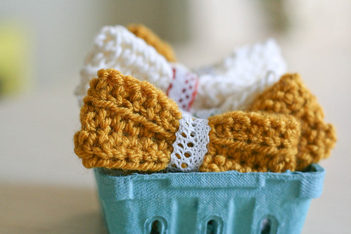 crocheted hair bows | yourwishcake.com