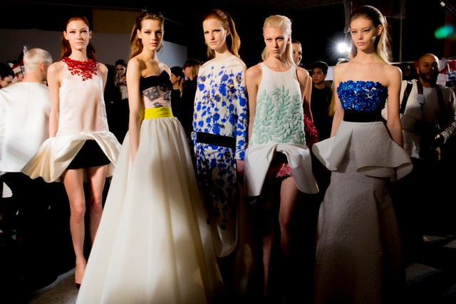 giambattista-valli-couture-spring2014-backstage-16_145821958051.jpg_carousel_parties