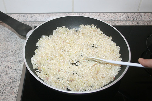 21 - Reis glasig andünsten / Braise rice until it gets translucent