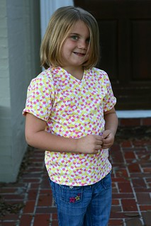 Peek a boo patterns vneck tee sz 7 no mods