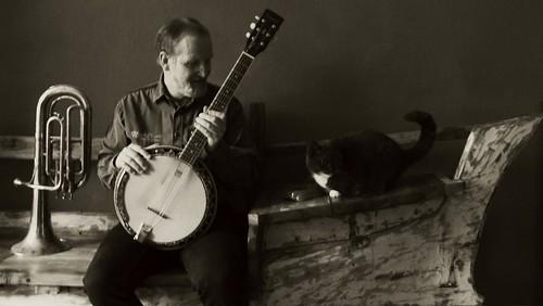 banjo-cat-bw
