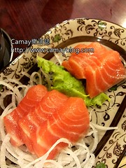 salmon-like fish(0.0), fish(0.0), california roll(0.0), sushi(0.0), meal(1.0), salmon(1.0), sashimi(1.0), fish(1.0), garnish(1.0), food(1.0), dish(1.0), cuisine(1.0), smoked salmon(1.0),