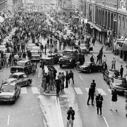 5pm, September 3rd, 1967 Sweden changed from driving on the left side to driving on the right this was the result