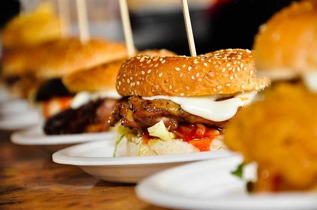 Burger Bakar Abang Burn Al-Lazat