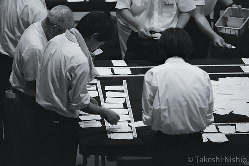 政党ごとに票を仕分け / Sorting by party