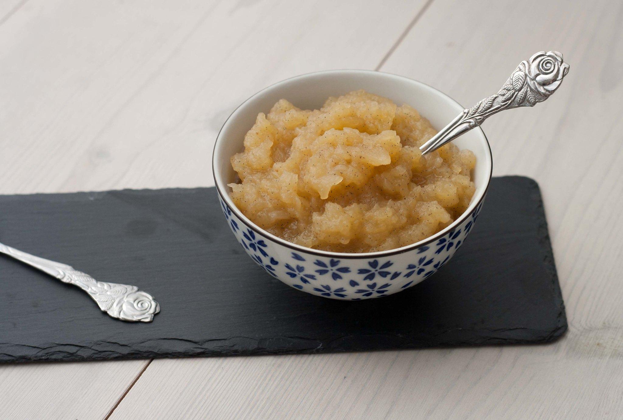 Opskrift på hjemmelavet vaniljeprikket æblegrød