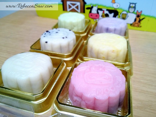 mooncakes review 2013 - moo cow mooncakes-006