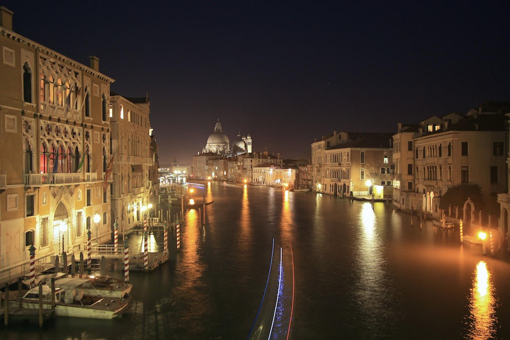 7. Vista nocturna del Gran Canal de Venecia. Autor, Jdiego Gr