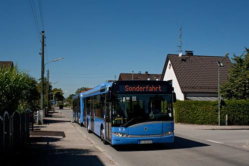 Wagen 4910 erreicht mit seinem Anhänger 5910 den Goldlackplatz