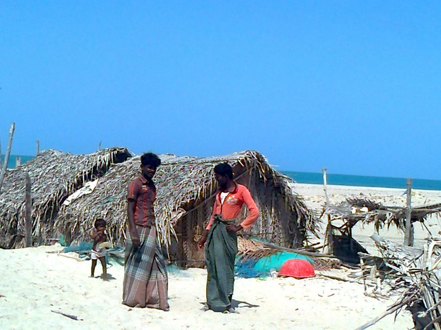 There are around 300 to 350 fisherfolk dwellings in the town. The fisherfolk seem to have recently come to live on the island after the cyclone. The dwellings are distributed in three different locations on the island in the form of hutments of 50, 100 and around 150 households. One of the villages is located near the coast near the ruins while the other two are located in different parts of the island.