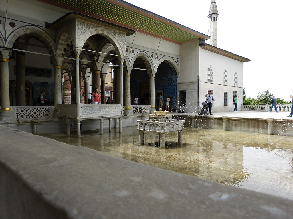 Pool with jets, Topkapi Palace