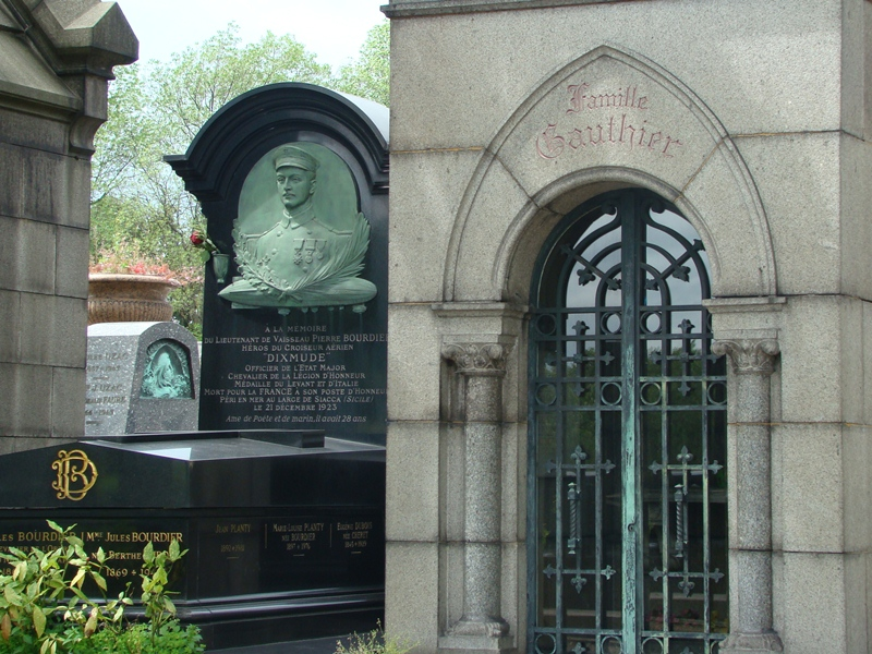 Pere Lachaise graves
