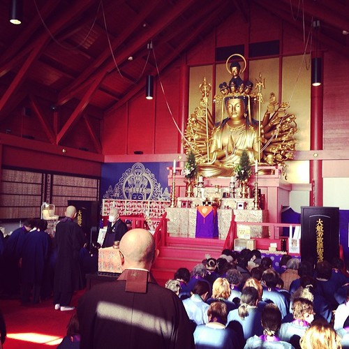 でっかい観音様の前で梅花流詠讃歌奉詠大会を行いました。静岡県焼津市の全珠院様にて。