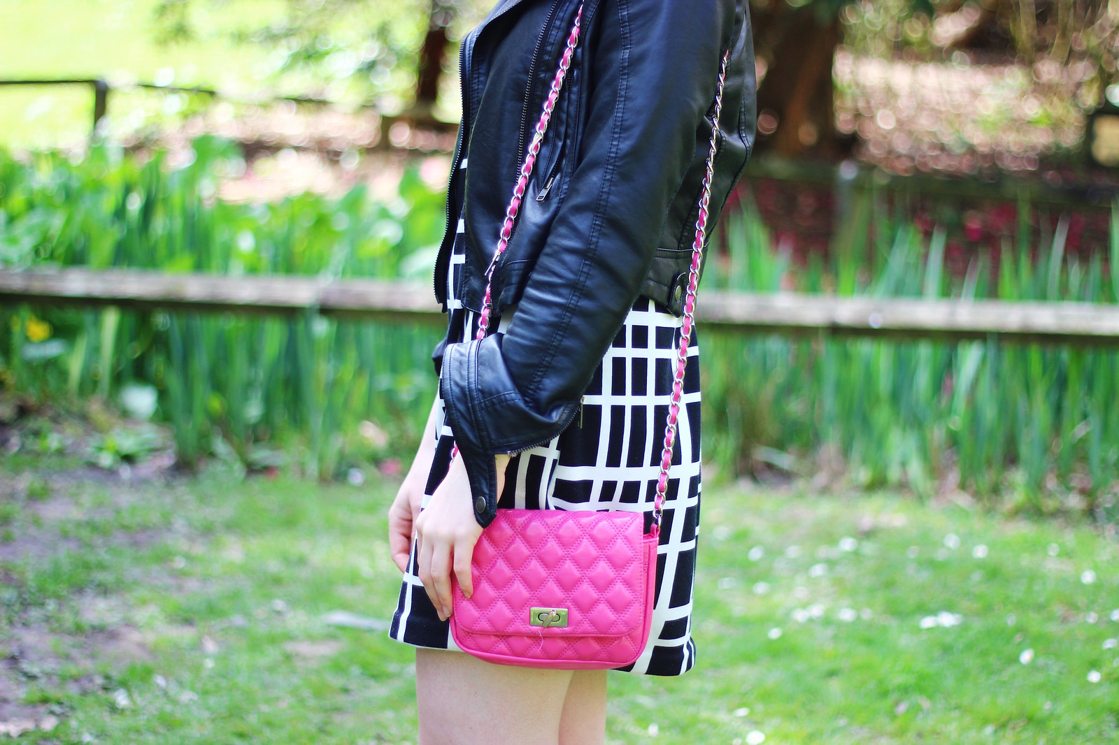 6pinkbag, check, grid, dress, monochrome, leather jacket, spring, fashion, high street, blogger, personal style, sixties, cat eye sunglasses, asos, pink, quilted bag