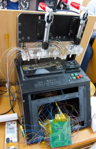 iPad 2 Mainboard testing apparatus