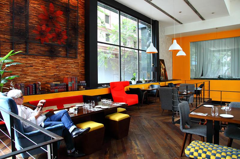 Skillet-Restaurant-Lounge-Area