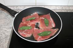 26 - Kalbsschnitzel in Pfanne geben / Put veal cut…