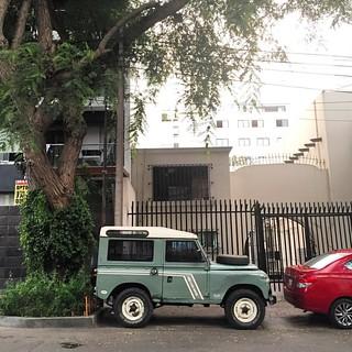 Vintage Land Rover #landrover #britishcar #defender #landroverlife #4x4 #offroad #morninautos #soloparking #chivera #miraflores #lima